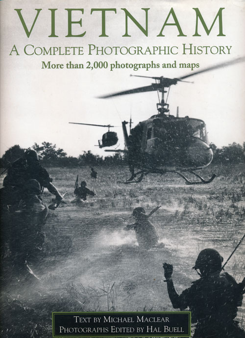 Vietnam A Complete Photographic History. Michael Maclear, Hal Buell.